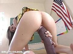 dildo-insertion-pussy-stretching