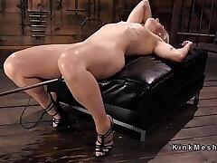 blonde-orgasm-sex machine-squirt